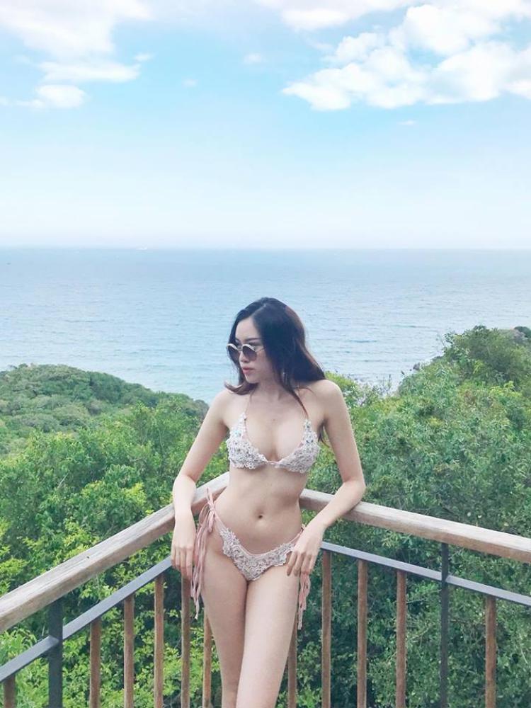 Đặng Dương Thanh Thanh Huyền từng lọt Top 15 Hoa hậu Hoàn vũ Việt Nam 2015 nên chắc vì thế cô nàng được mệnh danh là nữ MC nóng bỏng nhất VTV.