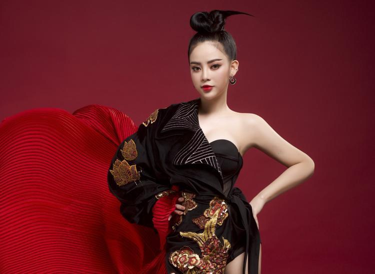 Nếu phối theo thể loại ballad bình thường thì sẽ không có gì đặc biệt nên Ngọc Ny đã chọn phong cách ma mị, mới lạ hơn.
