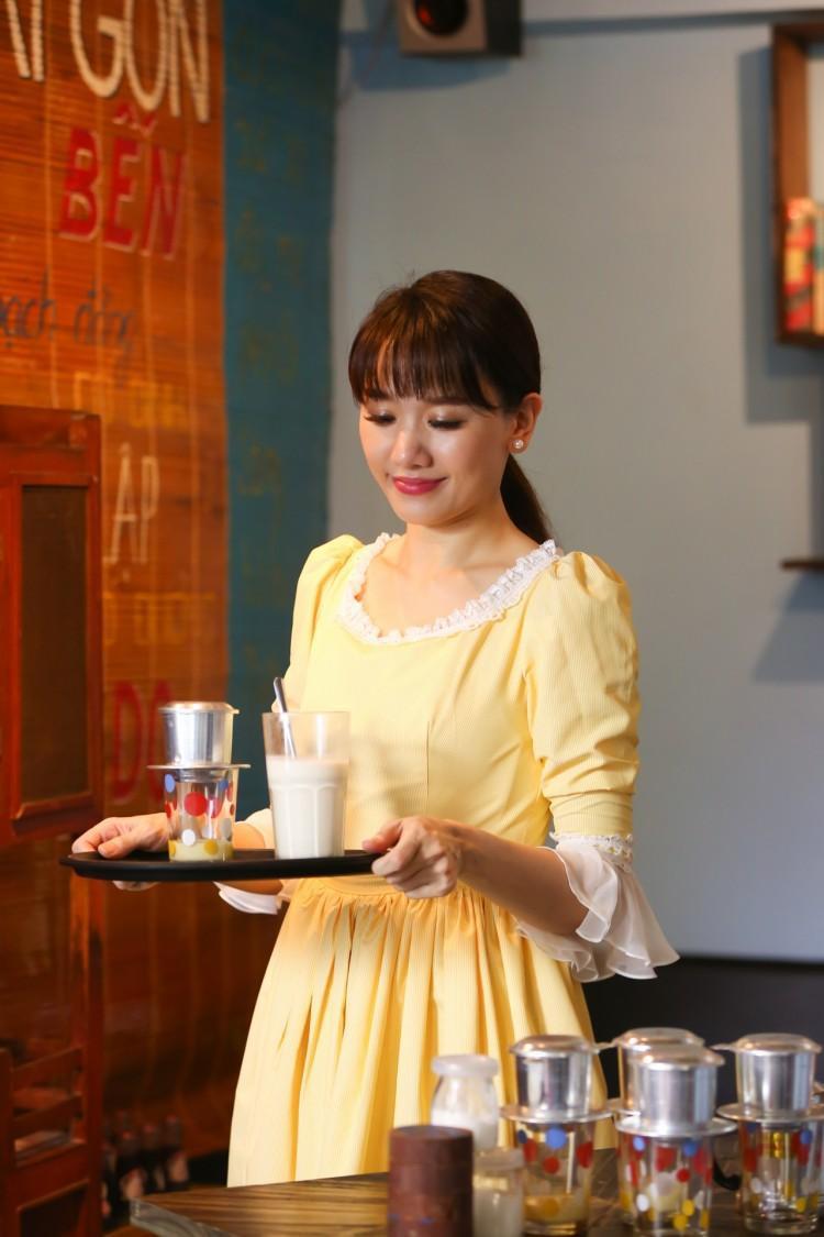 Ngay sau khi viết xong ca khúc, nữ ca sĩ là người đầu tiên được Nguyễn Hồng Thuận tin tưởng sẽ truyền tải được cảm xúc chân thật nhất.