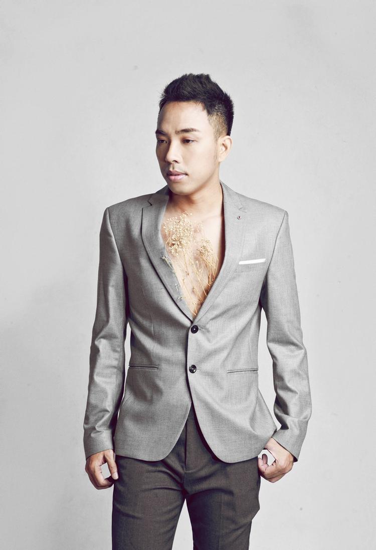 Nguyễn Hồng Thuận là nhạc sĩ có nhiều ca khúc được giới trẻ đặc biệt yêu thích.