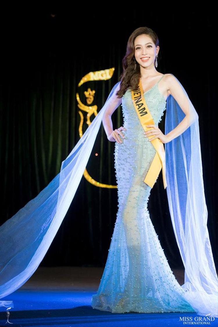 Dù sao đi nữa, việc góp mặt trong Top 10 tạm thời của giải Miss Popular Vote cũng là tín hiệu đáng mừng cho thành tích của Phương Nga.