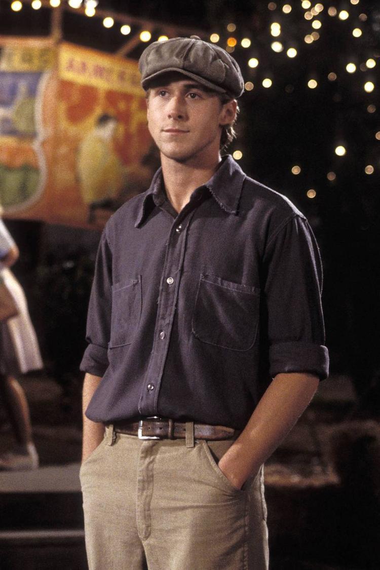 Ryan Gosling hóa thân thành một chàng trai thôn quê chân chất.