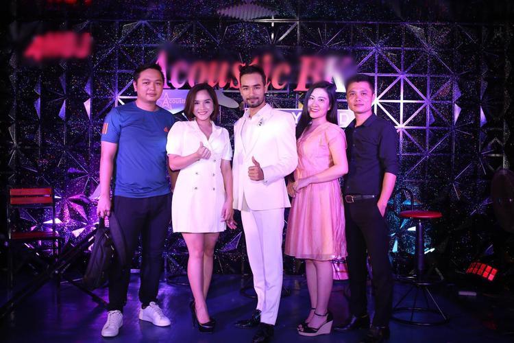 Kelvin Chính  Nhã Thanh: Đêm nhạc quy tụ 9 thành viên Thần tượng Bolero 2018 chỉ là bước khởi đầu