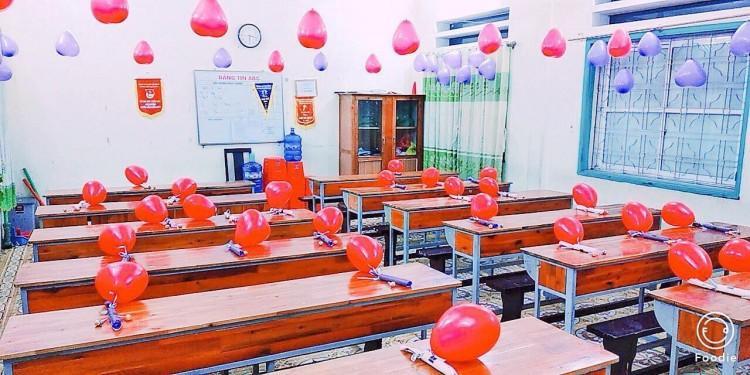 Lớp học biến thành một căn phòng lãng mạn như trong phim.