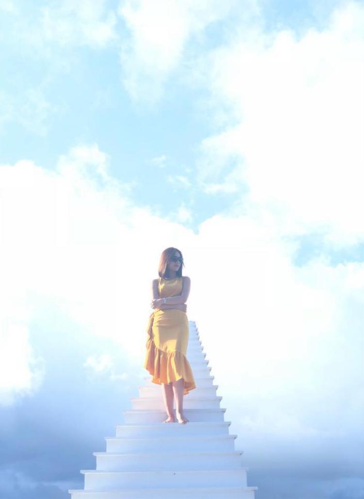 Giới trẻ rần rần gọi nhau lên Đà Lạt để check-in cây cầu trắng 'ảo diệu' như 'nấc thang lên thiên đường'