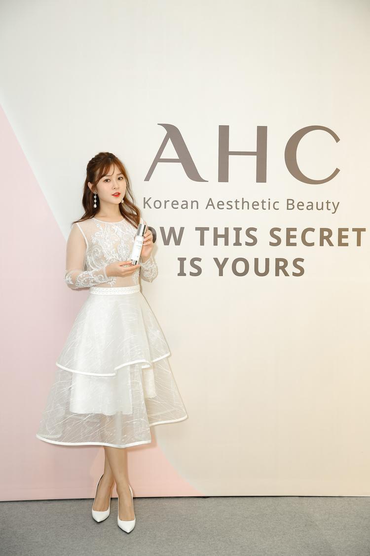 Nhiều blogger, nghệ sĩ nổi tiếng bị thu hút bởi bí mật làm đẹp của xứ sở Kim Chi
