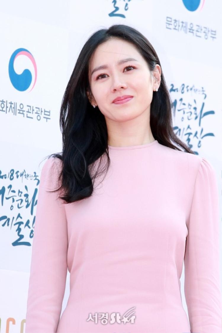 BTS điển trai, Son Ye Jin và Kim Nam Joo đẹp áp đảo Red Velvet tại Korean Popular Culture Arts Awards