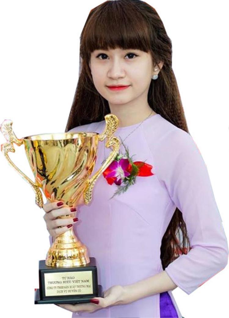 Hé lộ dàn giám khảo chất lừ sẽ cầm cân nảy mực trong đêm thi sơ loại Miss Hutech 2019