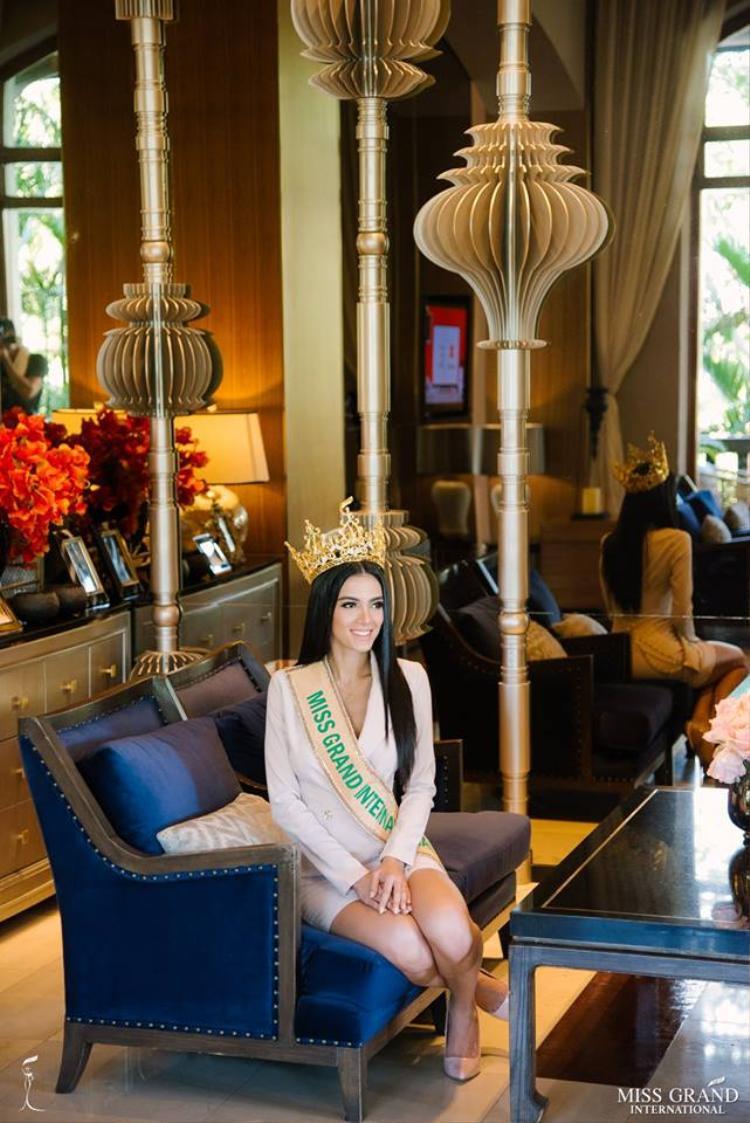 Tân Hoa hậu Hòa bình Thế giới 2018 khoe vòng 1 nóng bỏng khi chụp hình bikini Tân Hoa hậu Hòa bình Thế giới 2018 khoe vòng 1 nóng bỏng khi chụp hình bikini