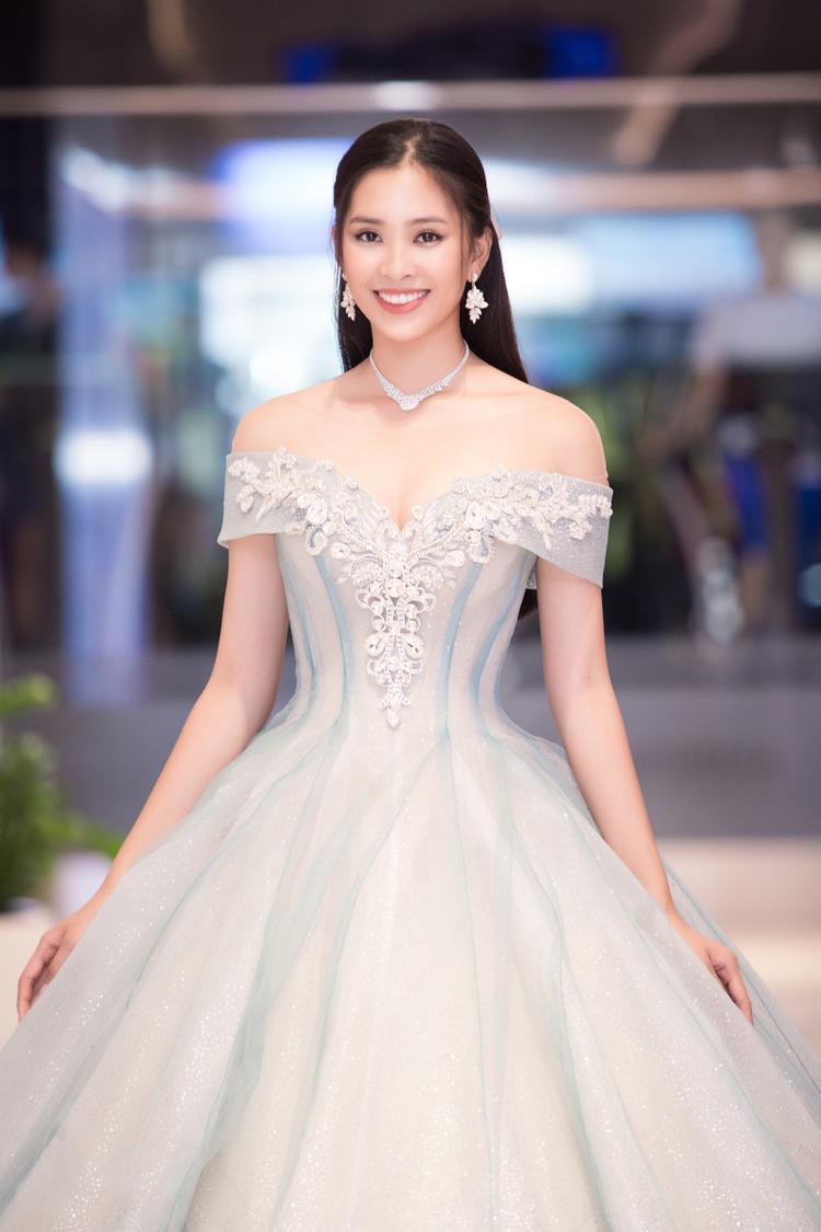 Sau đăng quang, Tiểu Vy tất bật với các hoạt động từ thiện. Bên cạnh đó, người đẹp Việt Nam liên tục nhận được nhiều lời mời cô tham dự các sự kiện trong và ngoài nước.