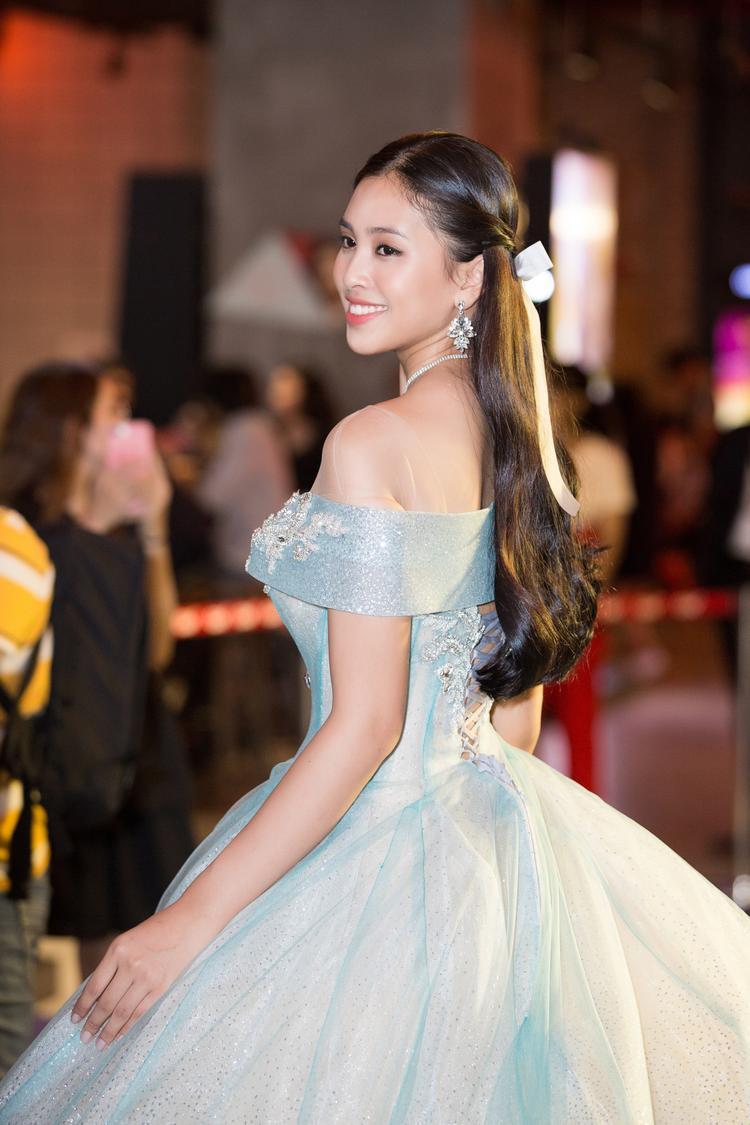 Trong số các Hoa hậu Việt Nam, Tiểu Vy là một trong những người đẹp được khen ngợi về hình ảnh thân thiện, dễ gần.