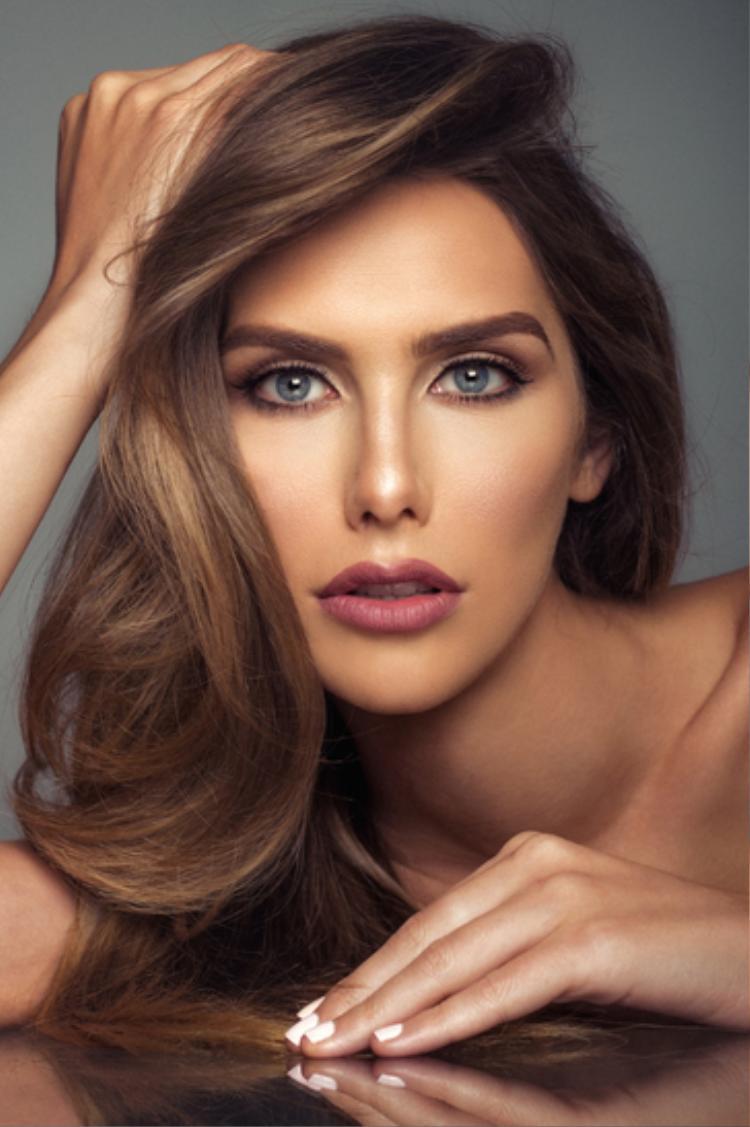 Hoa hậu Hoàn vũ Tây Ban Nha, cô là người đẹp chuyển giới duy nhất tham gia tranh tài cuộc thi năm nay.