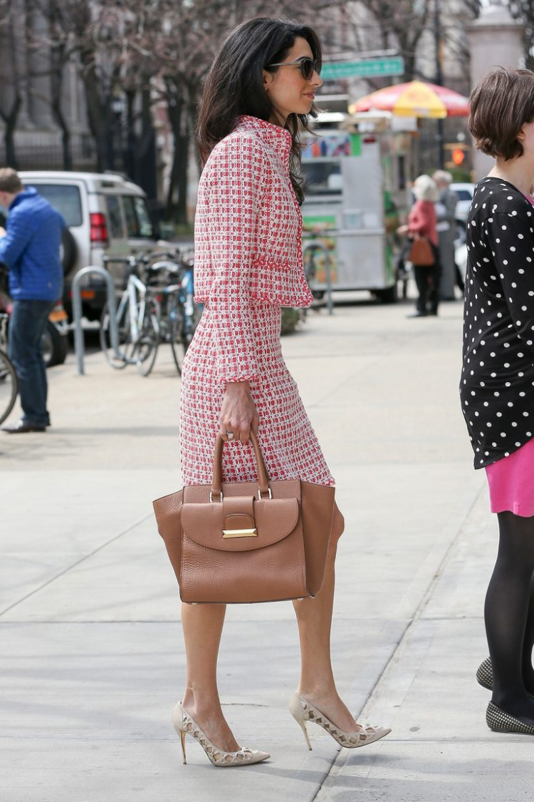 Thương hiệu Ý Ballin đã tạo ra chiếc túi tote mang tên Amal như một cách để tôn vinh người phụ nữ đặc biệt này.