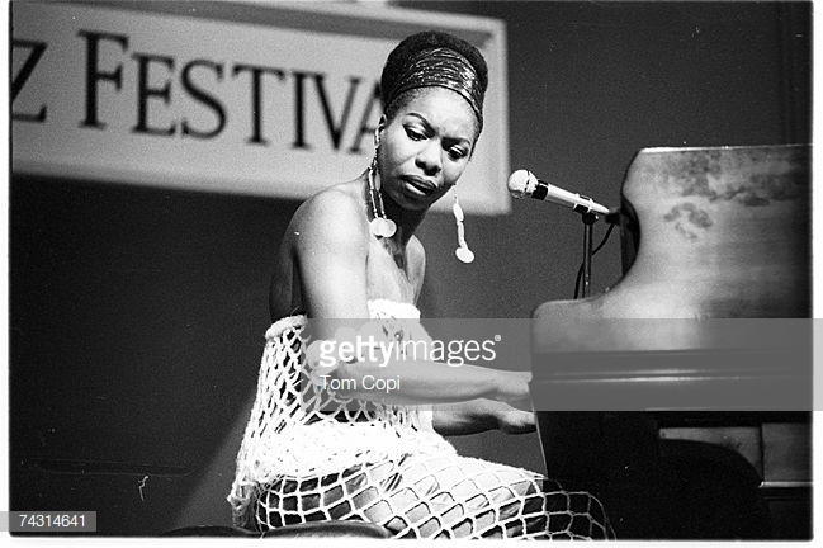 Nghệ sĩ Nina Simone là người mà NTK Gabriela Hearsttạo nên chiếc túi xách mang tên cô