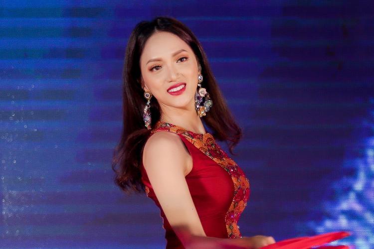 Sau Siêu mẫu Việt Nam 2018, hoa hậu Hương Giang trở lại với show thực tế hoàn toàn mới