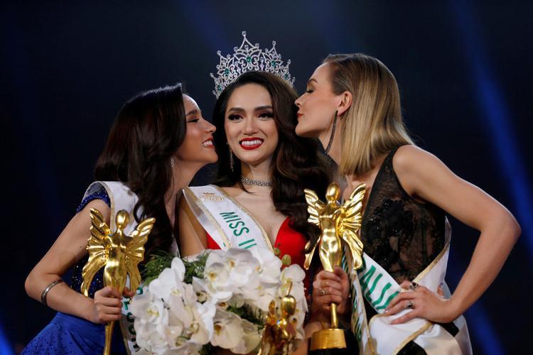 Đăng quang Hoa hậu Chuyển giới Quốc tế 2018 là dấu mốc mở ra chặng đường mới đầy những trải nghiệm thú vị của Hương Giang.