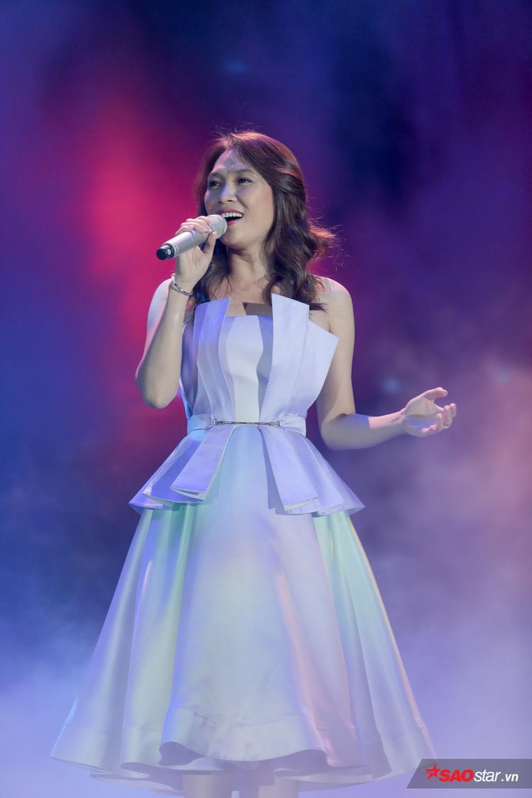 Mỹ Tâm là nghệ sĩ cuối cùng trong đêm diễn, nữ ca sĩ mang đến các ca khúc Đừng hỏi em, Muộn màng là từ lúc và Người hãy quên em đi.