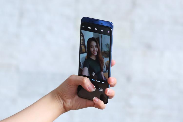 Xiaomi ra mắt siêu phẩm Mi Mix 3 tại Việt Nam với thiết kế độc đáo chưa từng thấy