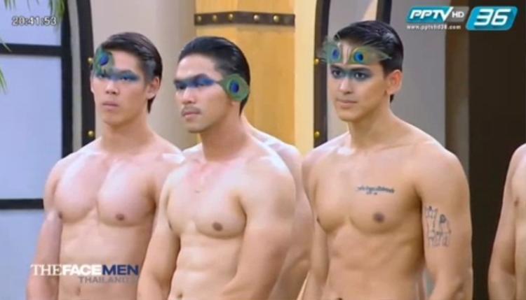 Dàn mỹ nam The Face Thailand mùa 2 vô tình khoe hình thể trong tập 5.