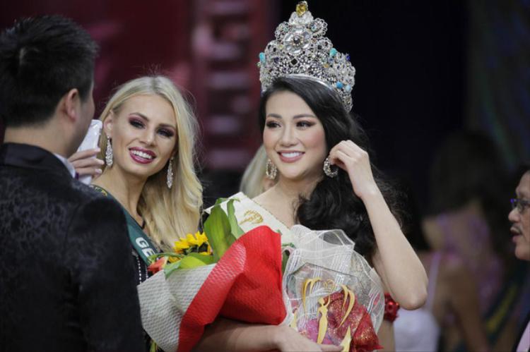 Fan ngã ngửa khi Ngọc Trinh tiết lộ Hoa hậu Phương Khánh tắm trắng từ năm 17 tuổi