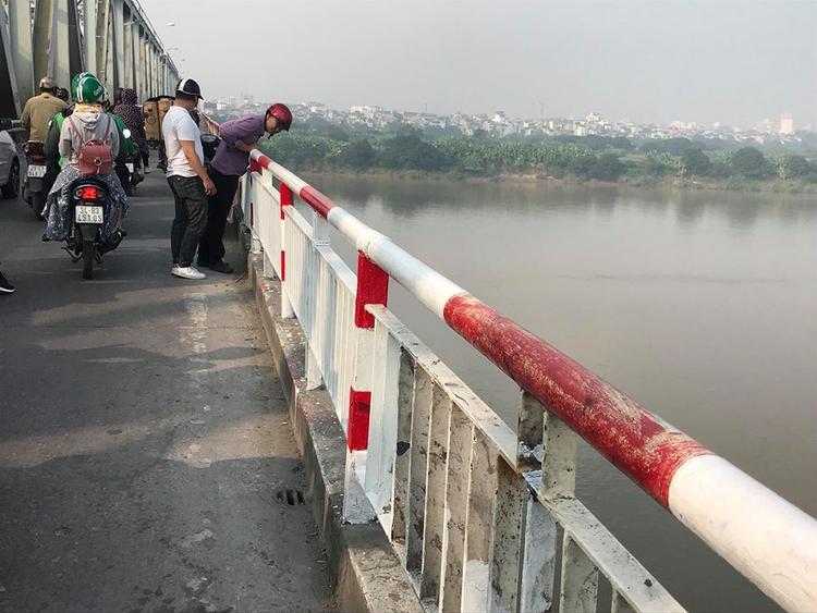 Lan can cầu Chương Dương đã được hàn gắn sau tai nạn.