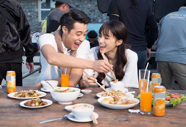 Hình ảnh Hương Giang và Jack Su bên nhau đầy ngọt ngào.