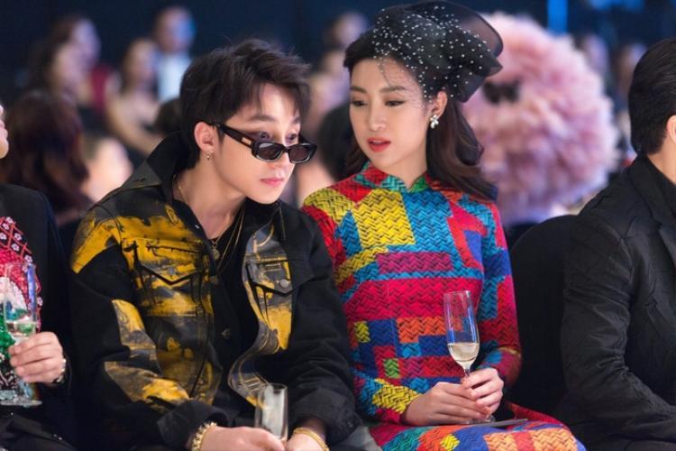 """Khoảnh khắc trò chuyện thân mật giữa Mỹ Linh và Sơn Tùng khiến người hâm mộ """"phát sốt""""."""