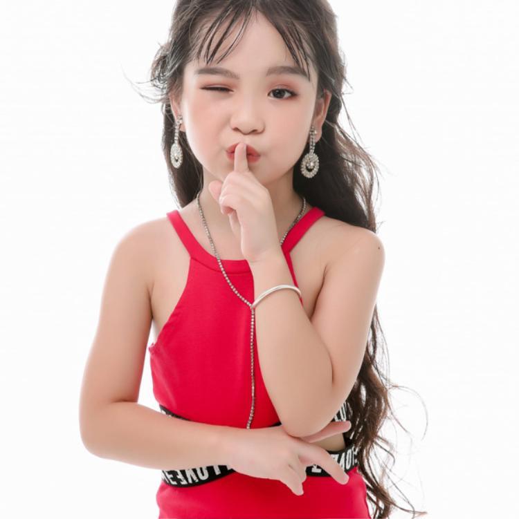 Cô bé Việt mới 6 tuổi đã đăng quang ngôi Hoa hậu tầm cỡ thế giới khiến nhiều người ngỡ ngàng 6 tuổi đã đăng quang ngôi Hoa hậu tầm cỡ thế giới khiến nhiều người ngỡ ngàng