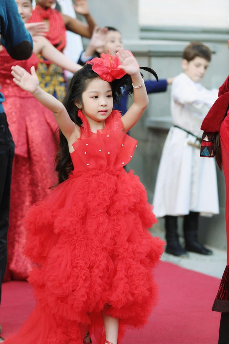 Một số shoot hình của Hồng Lam. 6 tuổi đã đăng quang ngôi Hoa hậu tầm cỡ thế giới khiến nhiều người ngỡ ngàng
