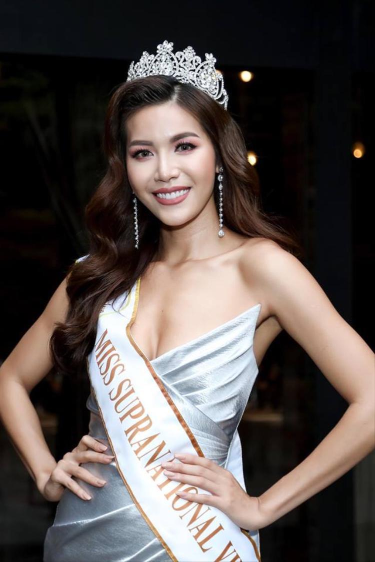 Chưa thi đấu, Minh Tú đã chễm chệ an toạ ở vị trí Á hậu 2 Miss Supranational 2018 theo đánh giá của chuyên gia