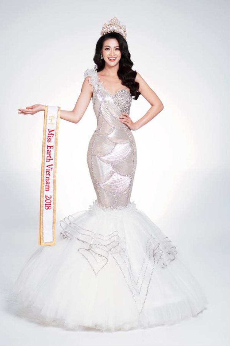 Chưa kể đây là thiết kế chẳng hề mới mẻ vì được Hoa hậu Trái đất Phương Khánh diện trước đó.