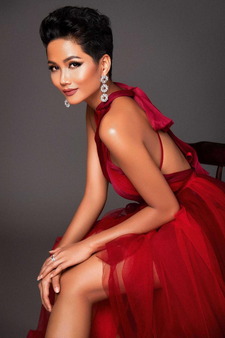 Hình ảnh nhá hàng trên fanpage Miss Universe được ủng hộ nhiệt tình, HHen Niê mạnh tay tung full album chiêu đãi fan