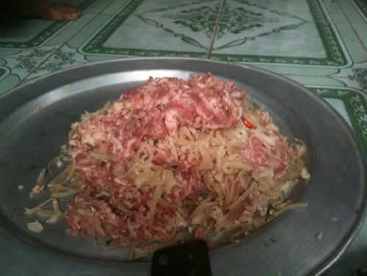 Thói quen ăn thịt sống dẫn đến nhiễm sán gạo