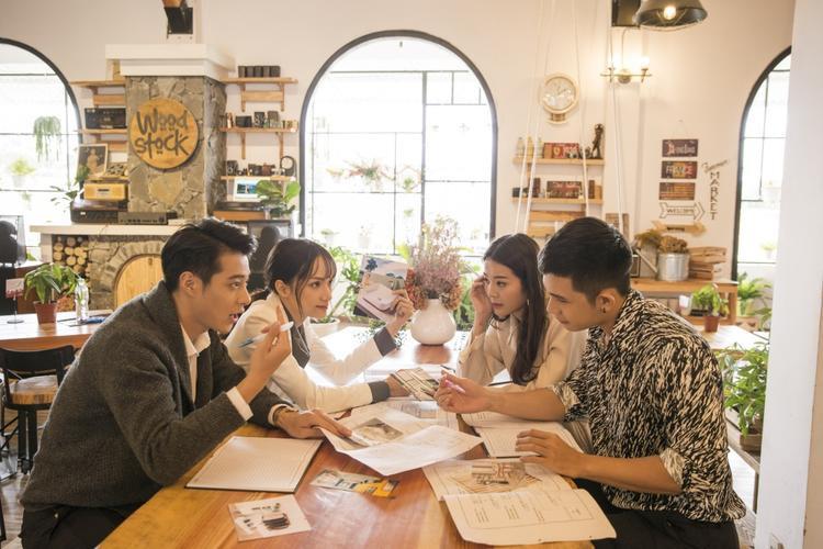 MV có sự góp mặt của nhiều tên tuổi nổi tiếng ở Thái Lan và Việt Nam.