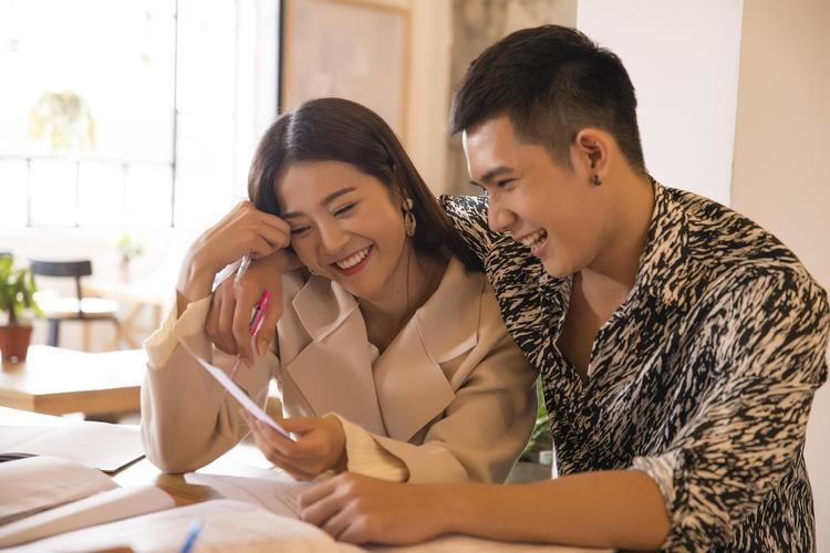 Phải chăng đây là lời đáp cho status nói về người thứ 3 của Hương Giang?