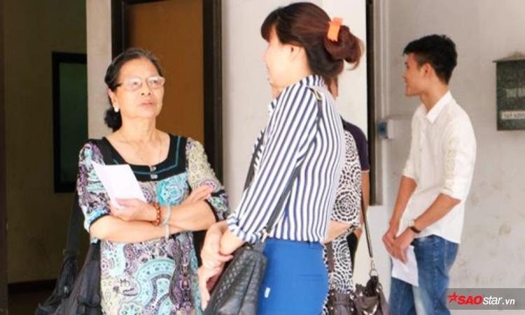 Bà Hiền nói chuyện với vợ Tường trong phiên toà xét xử phúc thẩm.
