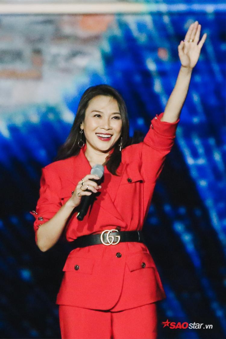 Mỹ Tâm rạng rỡ xuất hiện trong đêm nhạc tại thủ đô Hà Nội.