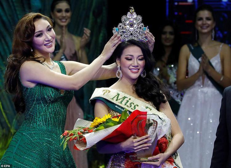 Nguyễn Phương Khánh - Đại diện đến từ Việt Nam đăng quang Miss Earth - Hoa hậu Trái Đất 2018.