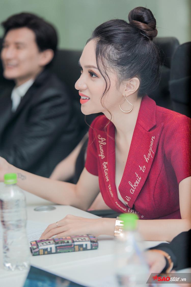 Hương Giang: Vương miện của tôi là áp lực lớn nhưng không ai cấm Việt Nam đăng quang 2 năm liên tiếp