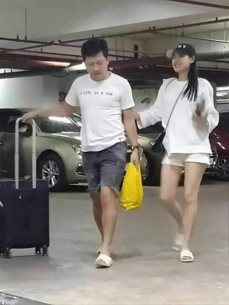 Fan truyền tay bức hình Nhã Phương lộ bụng to, tăng cân trông thấy