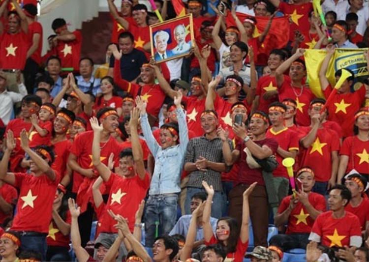 Báo châu Á choáng với CĐV Việt Nam ở trận mở màn tại AFF Cup 2018