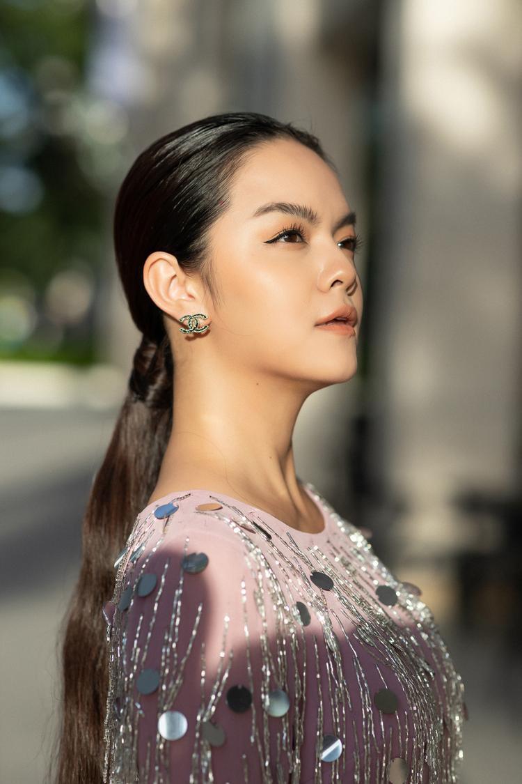 Sau công bố li hôn, Phạm Quỳnh Anh nhanh chóng quay trở lại guồng quay của công việc và sẽ ra mắt sản phẩm âm nhạc mới trong thời gian tới đây.
