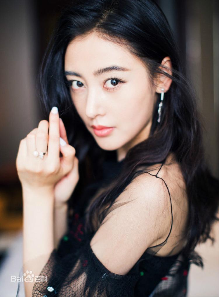 Đạt được Thị hậu Kim Ưng, Địch Lệ Nhiệt Ba sánh ngang với Ảnh hậu Kim Mã  Châu Đông Vũ, đứng đầu thành tích tiểu hoa 9X