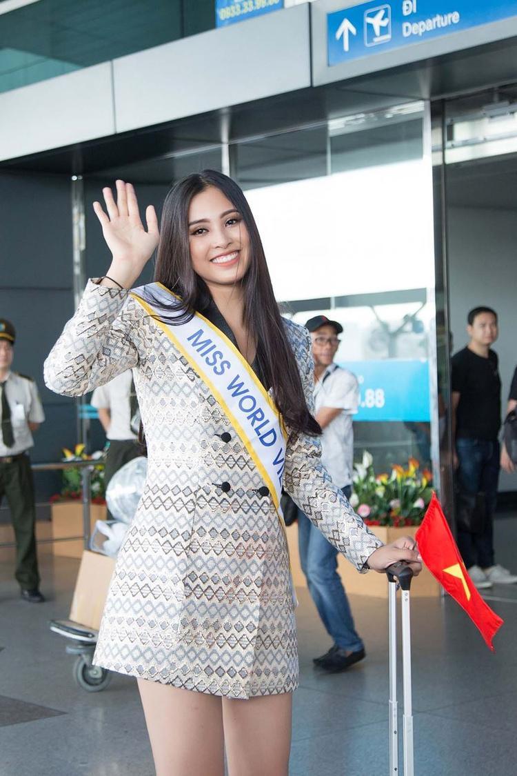 """Trần Tiểu Vy đang rất được các chuyên gia """"để mắt"""". Ngoại hình nổi trội, gương mặt xinh đẹp cùng tuổi trẻ chính là lợi thế lớn nhất của Hoa hậu Việt Nam 2018."""