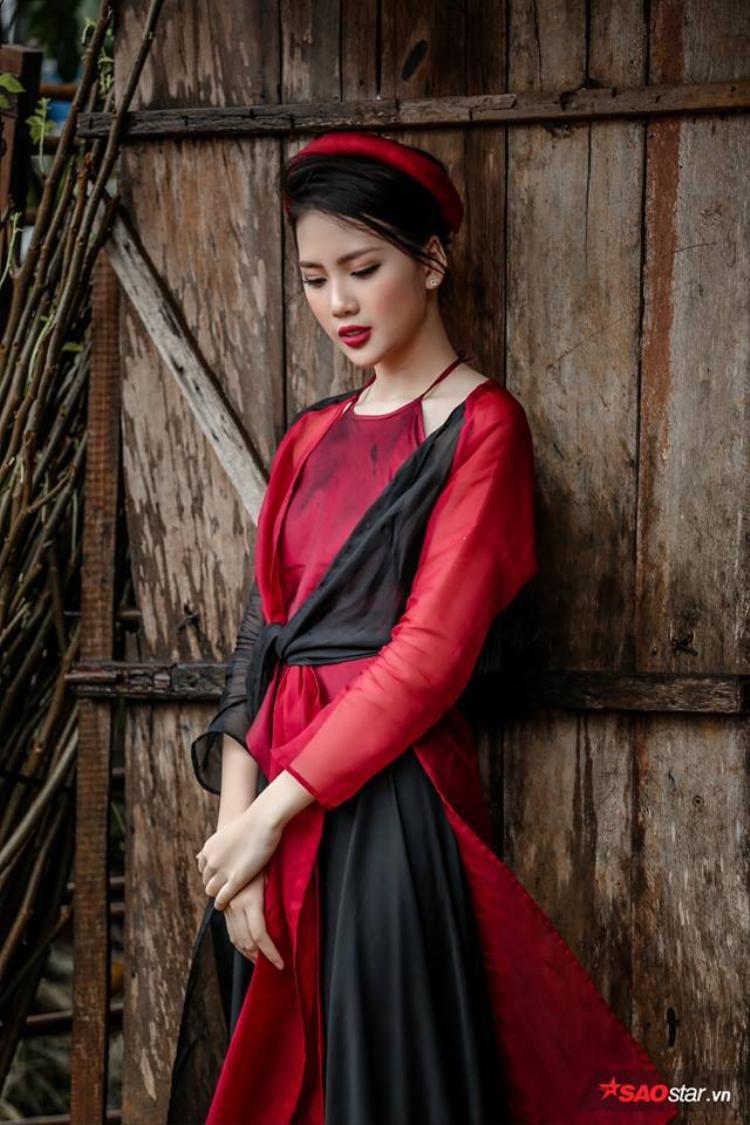 Quỳnh Hoa dịu dàng trong trang phục truyền thống