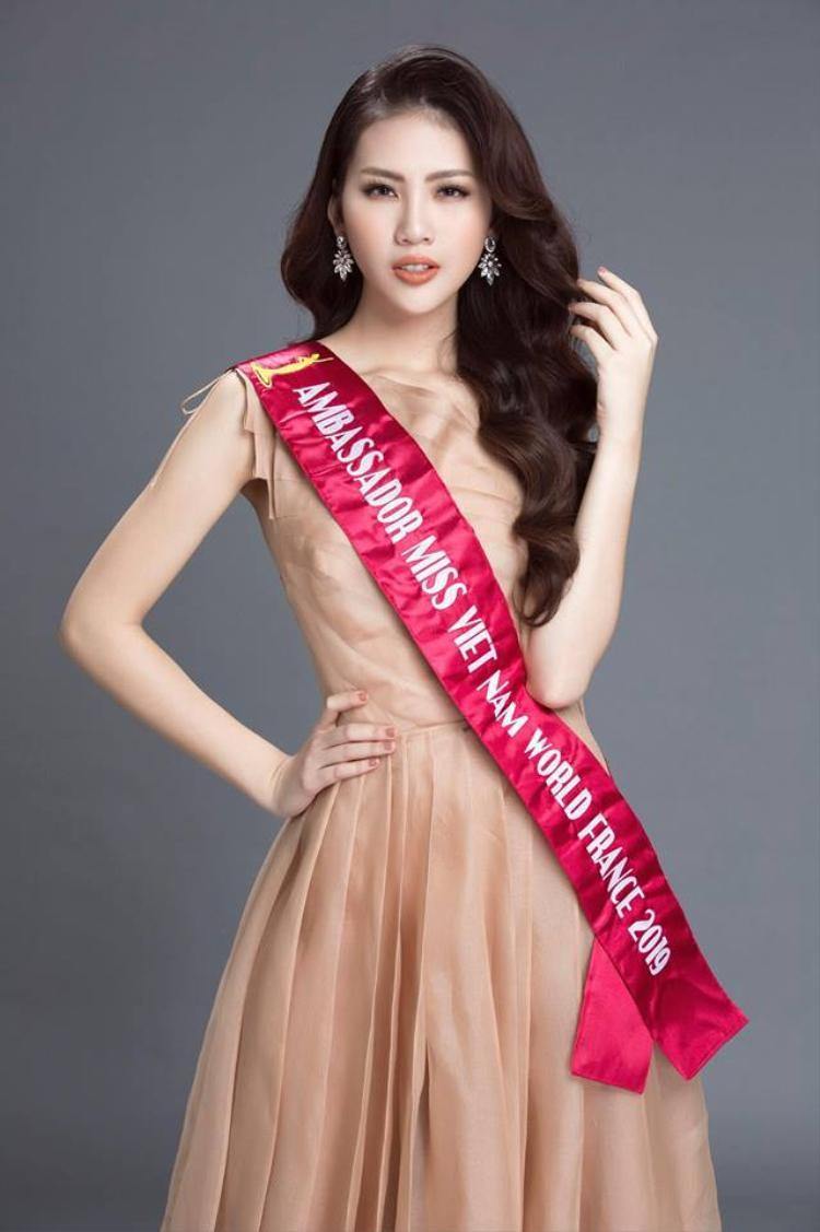 Mới đây,Quỳnh Hoa trở thành đại sứ cuộc thi Hoa Hậu Thế Giới Người Việt tại Pháp năm 2019