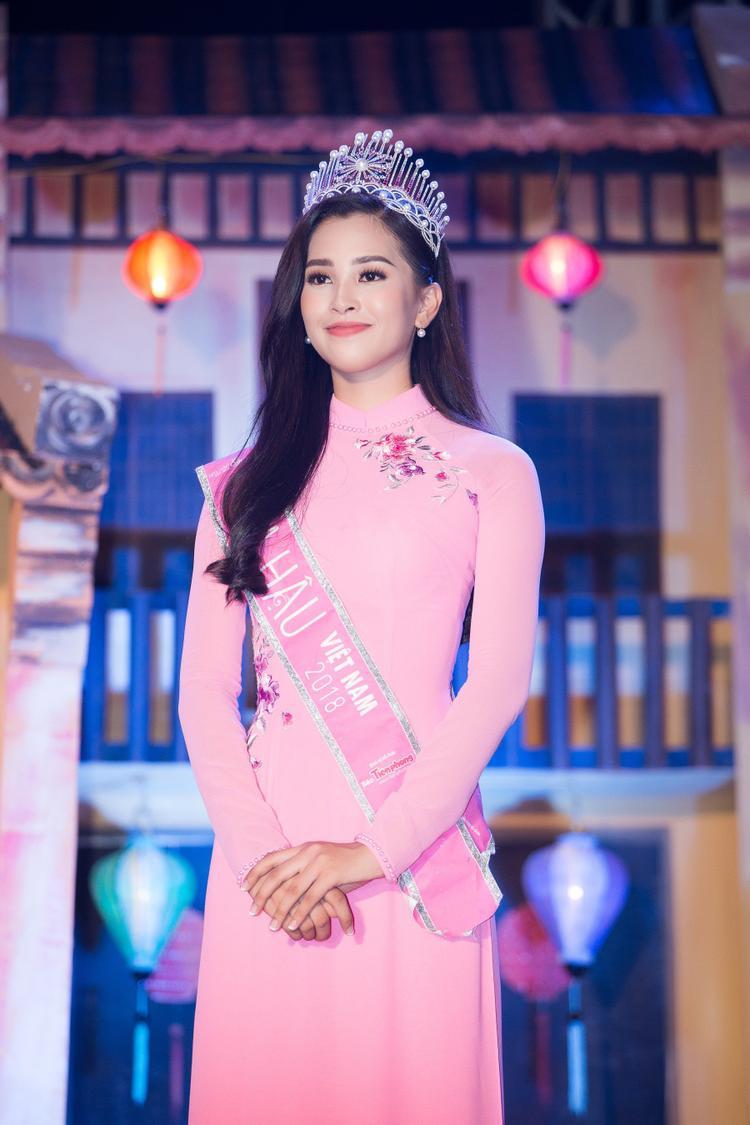 Mang cả vườn hồng đến Miss World  Chiến lược vô cùng cao tay của Tiểu Vy Mang cả vườn hồng đến Miss World – Chiến lược vô cùng cao tay của Tiểu Vy
