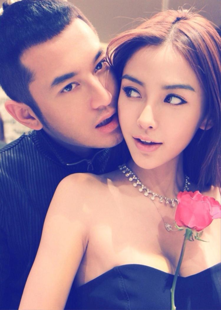 """Khi cả hai bắt đầu hẹn hò, đứng trước """"búa rìa"""" dư luận, Huỳnh Hiểu Minh vẫn luôn che chở và bảo vệ Angela Baby hết mực."""