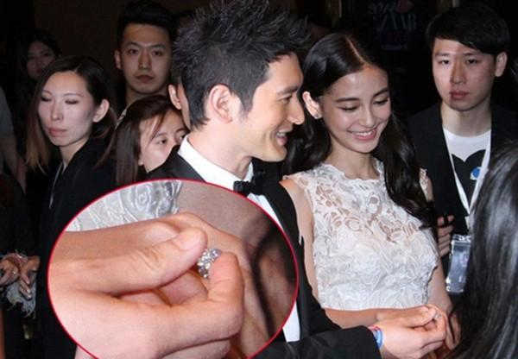 Danh sách những món quà đắt giá Huỳnh Hiểu Minh đã tặng cho bạn gái dài dằng dặc, chiếc nhẫn đính hôn của cả hai trị giá 575 triệu NDT (20 tỉ đồng) là một trong những chiếc nhẫn đính hôn có giá trị nhất làng giải trí Hoa ngữ.