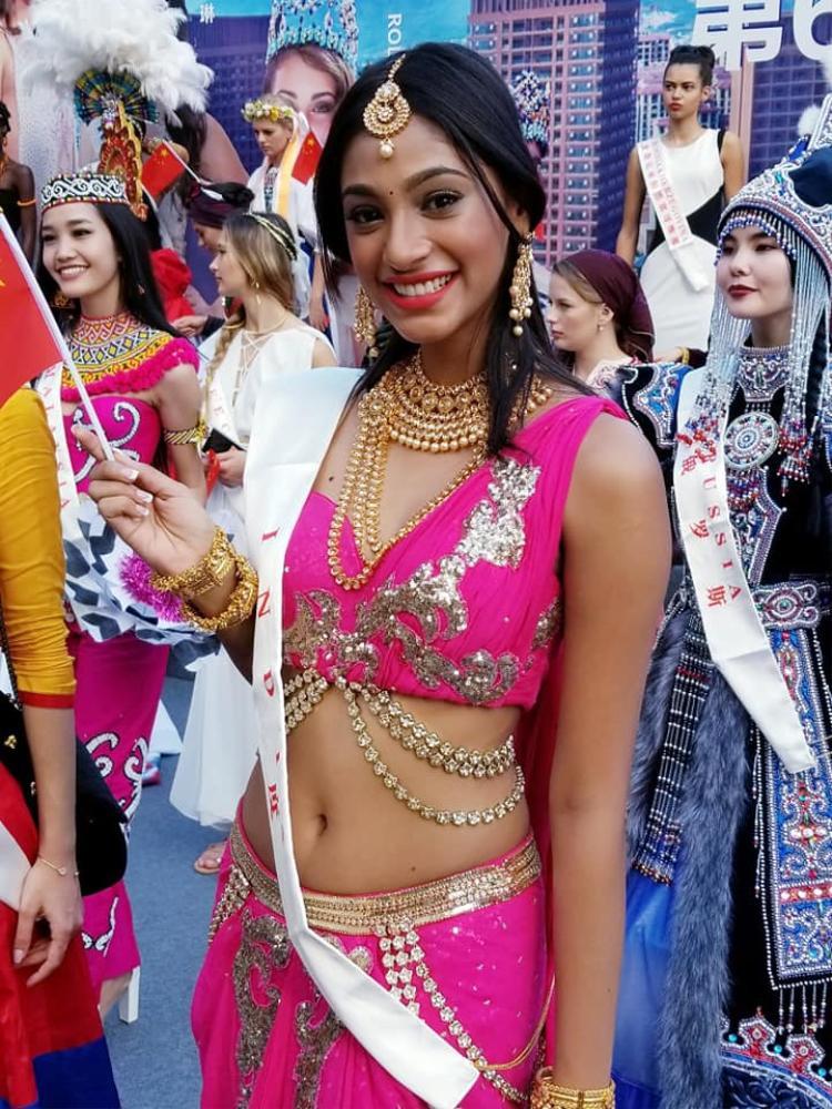 Nhiều người nhận xét Anukreethy Vas phù hợp với đấu trường nhan sắc lớn nhất hành tinh - Miss World bởi cô có vẻ đẹp của lòng nhân ái, gợi cảm và tự tin.